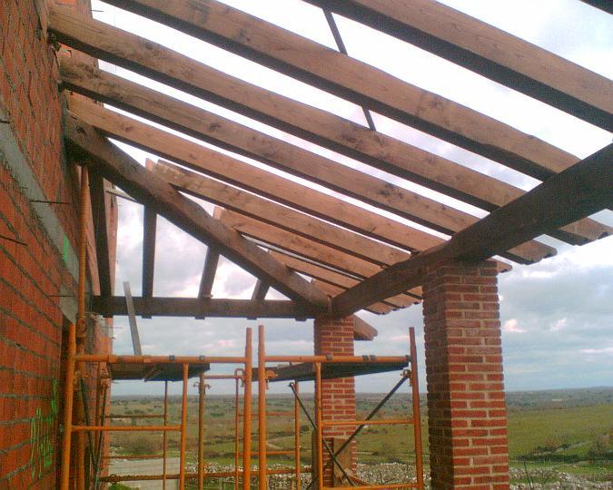 Tejados de madera interesting gran casa con imponente - Estructura tejado madera ...